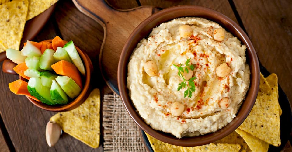 hummus with vegetables olive oil and pita chips
