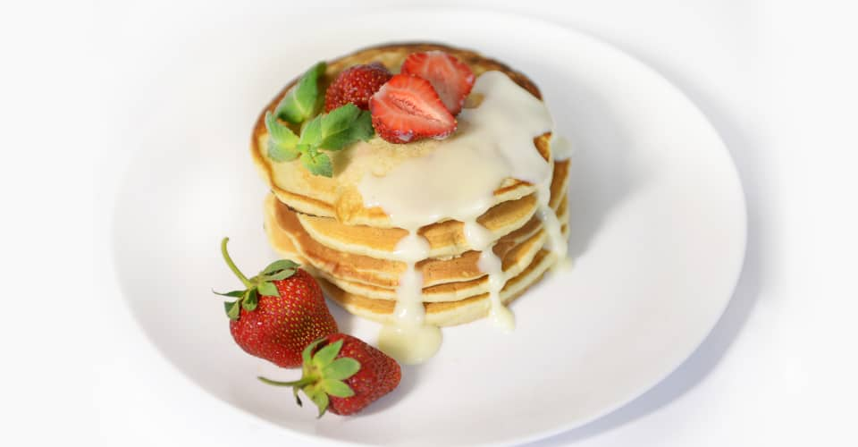 pancakes with strawberries and condensed milk