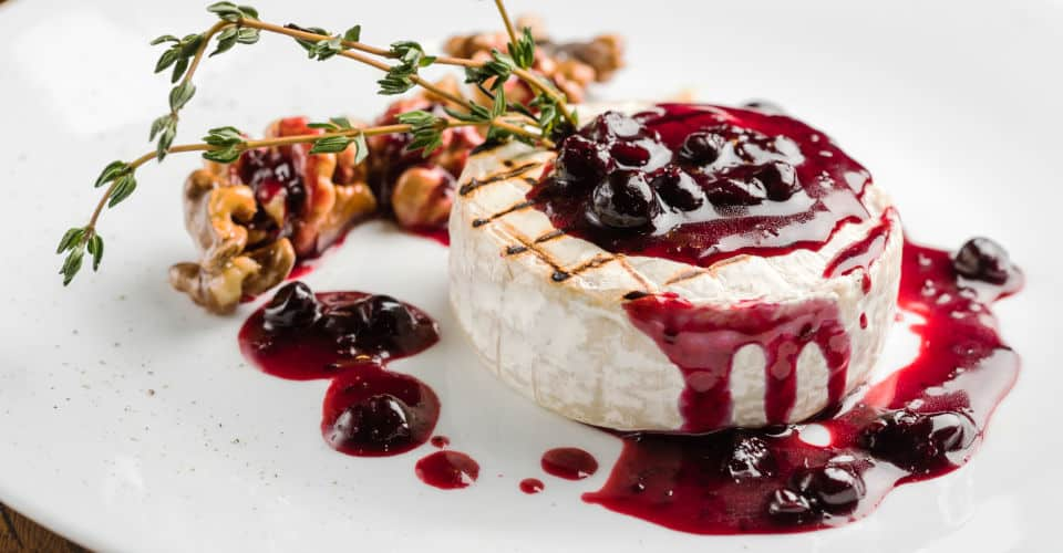 grilled brie cheese with cranberry jam
