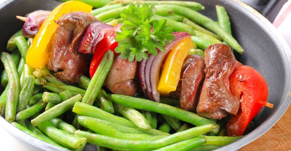 liver skewer with green beans