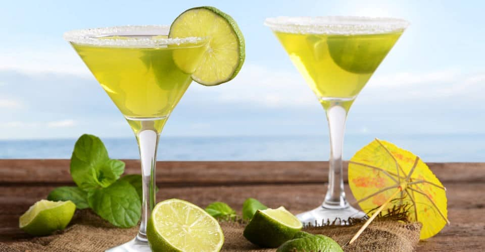margarita drinks with lime slices