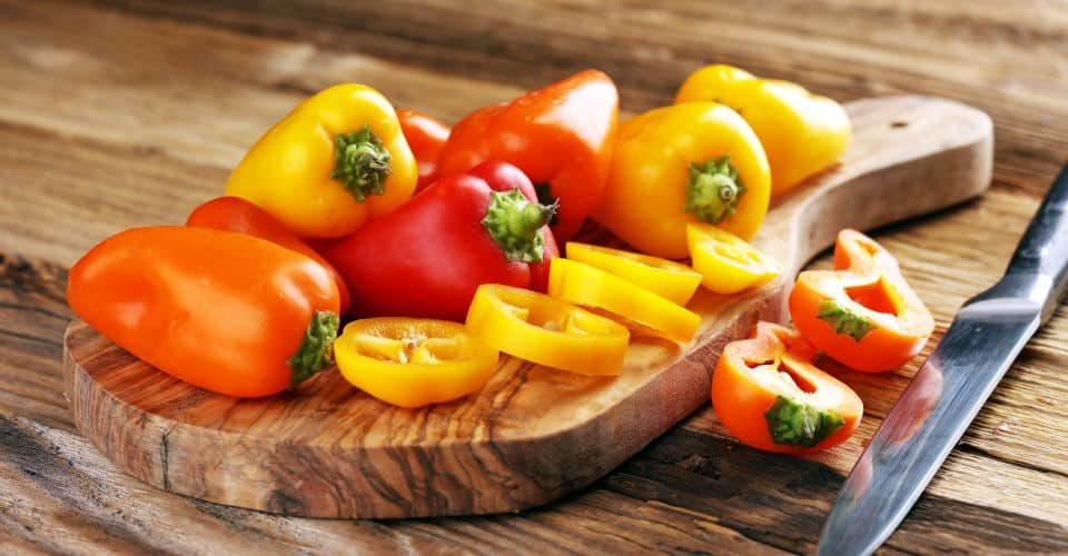 sliced and unsliced bell peppers