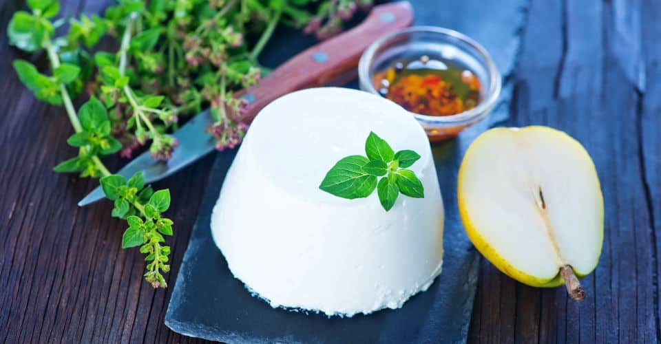 ricotta cheese with pear